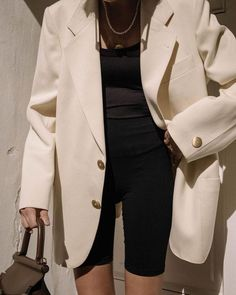 White blazer | Outfit | Classic | Minimalistic | Monochrome | Fall Winter | Effortless |