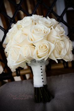Love the white rose bouquet!! <3