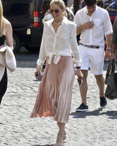 Olivia Palermo best looks Olivia Palermo Outfit, Olivia Palermo Lookbook, Olivia Palermo Style, Mode Outfits, Skirt Outfits, Fashion Outfits, Fashion Tips, Modest Fashion, Fashion Trends