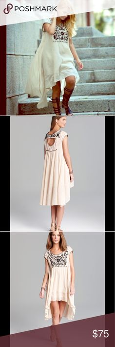 ❤️Cream Gauze Free People Dress Gorgeous cream three people gauze dress. One a few times in perfect condition. Absolutely adorable right on trend and super comfortable! Can easily fit a medium as well this is an oversized dress. 25% off bundled items of three or more. Free People Dresses Gauze Dress, Oversized Dress, Free People Dress, Fashion Design, Fashion Tips, Fashion Trends, Times, Cream, Medium
