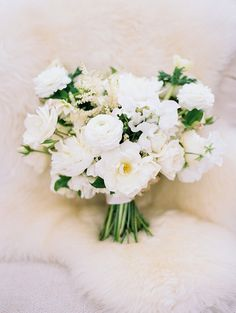 All White Bridal Bouquet | Austin Wedding at The Allen House | Planning, Design, and Florals by The Nouveau Romantics | Photography by Taylor Lord