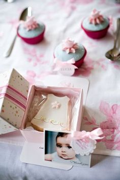 cookie favors in boxes