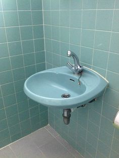 Notable Fancy Bathroom Sinks Bathroom Sink Replacement Parts Blue Small Bathrooms, Bathroom Red, Bathroom Wallpaper, Bathroom Colors, Bathroom Sinks, Simple Bathroom Designs, Modern Bathroom Design, Bronze Bathroom Accessories, Bathroom Decor Pictures