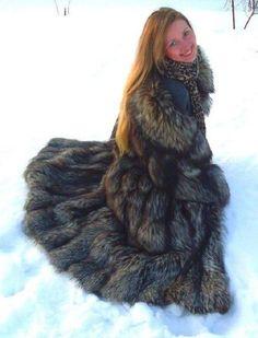 Redheads, Faux Fur, Long Hair Styles, Furs, Womens Fashion, Sexy, How To Wear, Fur Coats, Silver