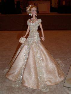 bride doll - NBDCC 2010 Competition room -Melissa Windham 2 by Barbie Bridal, Barbie Wedding Dress, Barbie Gowns, Barbie Dress, Barbie Clothes, Wedding Dresses, Barbie Torte, Manequin, Bride Dolls