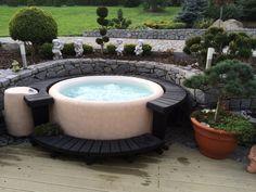Krásné umístění Softubu na zahradě, naprostá oáza klidu!  #softub #virivky #zahrada