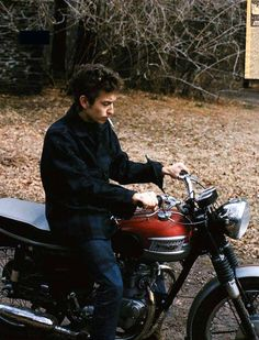 A funny thing happened to Bob Dylan in or maybe it didn't. He claimed that while he was riding his Triumph Tiger 100 motorcycle near Woodstock, New York he suffered a major crash on a backroad. Triumph Motorcycles, Vintage Motorcycles, Harley Davidson Motorcycles, Triumph Motorbikes, Triumph Scrambler, British Motorcycles, Custom Motorcycles, Bob Dylan Quotes, Folk Rock