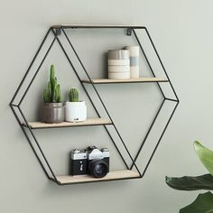 Vintage Wandrek zeshoek-Home Living is dé trend van dit moment!Leuk ter decorat… – Janne Möller – Diy Home Wall Racks, Wall Shelves, Metal Furniture, Shabby Chic Furniture, My New Room, My Room, Room Accessories, Vintage Walls, Home Accents