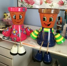 Maquillage Halloween Clown, Clay Pot People, Clay Pots, Planter Pots, Vases, Craftsman Houses, Roof Tiles, Flower Pot People, Painted Flower Pots