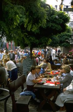 10 Things to See in Frankfurt (Besides the Airport): Cider Taverns in Sachsenhausen