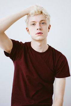 2017 summer trend blond hairstyles for men - Mannlicher Friseur Beautiful Boys, Pretty Boys, Cute Boys, Beautiful People, Modelo Albino, Matthew Clavane, Blond Hairstyles, Men's Hairstyle, Formal Hairstyles