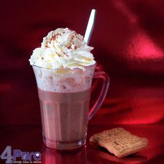 Hot cocoa with vanilla and herbal liquor | 4Pure by Andrea #hot #cocoa #recipe #luxe #winter #christmas