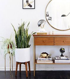 modern bright entryway with greenery plants with a retro vintage twist and round circle gold mirror The Best of interior decor in - Interior Design Ideas for Modern Home - Interior Design Ideas for Modern Home Home Interior, Decor Interior Design, Interior Decorating, Decorating Ideas, Asian Interior, Lobby Interior, Interior Livingroom, Interior Designing, Retro Home Decor