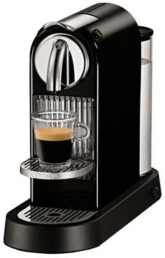 Få 200 kr., 400 kr., 600 kr. eller 800 kr. overført til din Nespresso Club-konto ved køb af en Nespresso-maskine* i perioden 14. april 2016-30. juni 2016. Registreringsfristen er d. 17. juli 2016. Læs mere HER  Citiz limousine black fraNespressokan hjælpe dig med alle dine kaffeønsker -Espresso, Lungo, Cappuccino, Latte Macchiato mm.   Farve: sort. Det tager cirka 25 sekunder for espressomaskinen at fuldføre opgaven. Energibesparende program. Programmerbare kopstørrelser. Vægt…