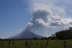 El Momotombo sigue con su actividad en Nicaragua