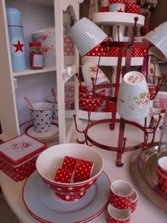 GreenGate Iron Mug Holder and Stoneware in Red & Blue