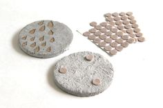 Get the industrial look of concrete right on your tabletop. These DIY coasters can be made flat or with pretty geometric accents. via @apieceofrainbow