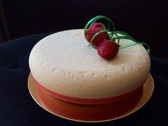 Strawberry cake by Anna Tsoy