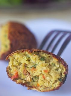 Roasted Red Pepper & Garlic Falafel - Vegan, Gluten Free, Healthy - Photo & Recipe credit: allysonkramer.com Recipe: Roasted Red Pepper & Garlic Falafel – Vegan, Gluten Free, Healthy Crisp. crunchy falafel for you to dig into. Totally worth the effort. #vegan, #vegetarian, #gluten free, and #healthy. #foodsniffr – What's FoodSniffr? Ingredients 1 red pepper 1