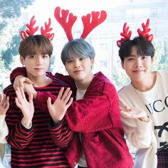 Jeon Jungkook, Park Jimin and Jung Hoseok (Christmas edition) Foto Bts, Bts Photo, Jikook, Bts Bangtan Boy, Bts Jimin, Seokjin, Namjoon, K Pop, Bts Christmas