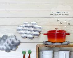 ほっこりお楽しみグッズ vol.2 / 雲の鍋敷き雲の形の鍋敷きです。(ただ今1種類のみとなっております)お鍋に、グラタンに、デザートの演出にも☆美味しいスー...|ハンドメイド、手作り、手仕事品の通販・販売・購入ならCreema。