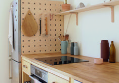 A DIY wooden pegboard in the kitchen of illustrator/graphic designer Swantje Hindrichsen created from used Ikea components. Home Organization, Wooden Pegboard, Kitchen Decor, Small Kitchen Organization, Home Decor, Kitchen, Storage, Wooden Diy, Ikea Kitchen