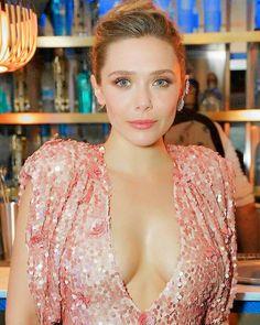 Beautiful Celebrities, Beautiful Actresses, Elizabeth Olsen Scarlet Witch, Olsen Sister, Beauty Full Girl, Actrices Hollywood, Hollywood Celebrities, Woman Crush, Celebs