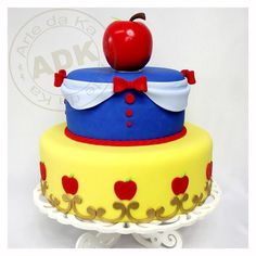Branca de Neve (link does not lead to tutorial). Cake for everyday White Birthday Cakes, Snow White Birthday, 3rd Birthday, Birthday Ideas, Pretty Cakes, Beautiful Cakes, Amazing Cakes, Bolo Fack, Snow White Cake