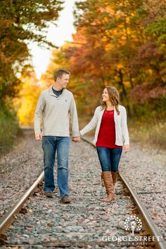 This couple's cute, casual fall style is getting me ready for cooler weather!
