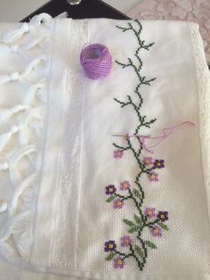 This post was discovered by ka Handmade Embroidery Designs, Hand Embroidery Patterns, Vintage Embroidery, Baby Knitting Patterns, Small Cross Stitch, Cross Stitch Tree, Modern Cross Stitch, Cross Stitch Designs, Cross Stitch Pattern Maker