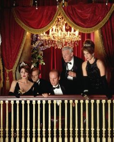 Still of Kelsey Grammer, David Hyde Pierce, John Mahoney, Peri Gilpin and Jane Leeves in Frasier (1993)