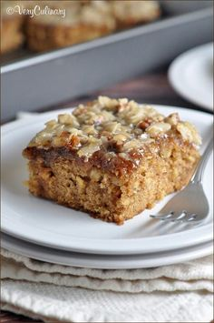 Oatmeal Cake a moist oatmeal cake topped with a coconut and pecan streusel. Easy cake recipes for beginners Just Desserts, Delicious Desserts, Yummy Food, Baking Recipes, Cake Recipes, Dessert Recipes, Oatmeal Cake, Def Not, Cake Toppings