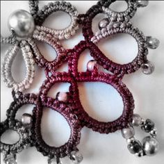 Links to a list of Tatting tutorials. Priceless!