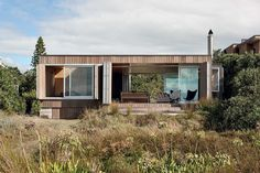 NZ beach house The Crosson Clarke Carnachan bach can be enveloped in bifold cedar screens. Style At Home, Small Beach Houses, Cedar Cladding, Into The West, Architecture Design, Colorado, Construction, House Design, House Styles