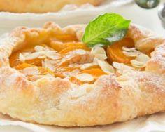 Tarte rustique abricots-amandes : http://www.fourchette-et-bikini.fr/recettes/recettes-minceur/tarte-rustique-abricots-amandes.html