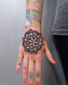Tatuagem por Antonio Medeiros @antoniomedeiros011 Galeria do Rock 1º andar Loja 228 Centro - SP.  11 3223-4174 11 99215-0289 Seg a Sex. 10h às 19h - Sab 10h às 18h studiotat2@yahoo.com.br www.tat2.com.br  #sp #saopaulo #galeriadorock #centrosp #studiotat2 #tat2  #neotradicional #realismo #tribal #oriental #tradicional #oldschool #linework #dotwork #blackwork #pontilhismo #tattoo #tatuagem #tatuaje #inspirationtatto #tatuagemmasculina #tatuagensfemininas  #tattoosincriveis #tattoo2me…