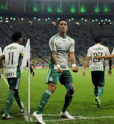 Barrios acorda o Palmeiras contra o Flu: 4x1