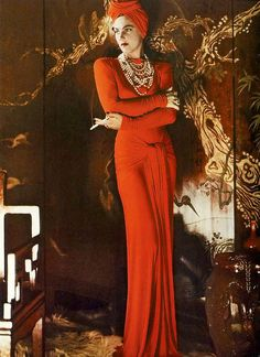 Model in fire-engine red jersey dress and matching turban, photo by George Hoyningen-Huene, Harper's Bazaar, September 1940 Turban Outfit, Turban Style, Patti Hansen, Lauren Hutton, Vintage Glamour, Vintage Beauty, 1940s Fashion, Vintage Fashion, Vogue