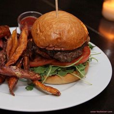 Yammmiiii  #testesser #graz #bestburgerintown #soonontheblog #photooftheday #burger #sweetpotatofries #bbq #ilovefood