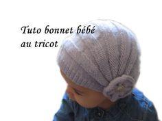 """Je pense à vous les tricoteuses et je vous mets un tuto sur la création d'un joli petit bonnet """"charleston"""" que je viens de faire pour Apolline. Bon tricot."""