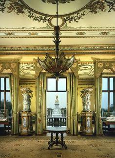 Buckingham palace bedrooms queens bedroom at buckingham - Buckingham palace interno ...