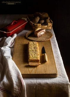 Receta fácil de terrina de patata y batata con panceta y queso, de Martín Berasategui, al horno en capas. Elaboración con fotos paso a paso.