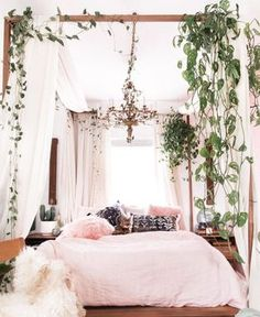 Small Space Decor Tips From A 650 Square Foot Bohemian Apartment - Bedroom decor apartment sleep Small-Space Decor Tips From This Gorgeous Boho Apartment