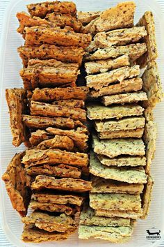 chlebki jaglane Dziki Naśladowca. Vegan millet flatbread Gluten Free Recipes, Vegetarian Recipes, Snack Recipes, Cooking Recipes, Yummy Healthy Snacks, Healthy Cookies, Bread Alternatives, Quiche, International Recipes