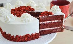 Esta torta, llamada Red Velvet o Terciopelo Rojo es deliciosa y muy fácil de hacer. Por lo general se acompaña con una crema de queso crem... Mousse, Bolo Red Velvet, Christmas Desserts, Flan, Vanilla Cake, Sweet Recipes, Fondant, Sweet Tooth, Bakery