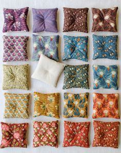Make these lavender sachets tutorial and 45 BEST Charming Lifestyle DIY & Tutorials EVER.  From MrsPollyRogers.com
