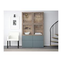 BESTÅ Opbergcombinatie met glazen deuren - grijs gelazuurd walnootpatroon/Valviken grijsturkoois helder glas, laderail, druk-en-open - IKEA