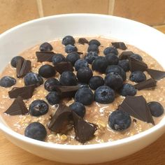 A bowl of happiness before bed Chocolate #ProteinOats #leanin15 #carbsMe Double tap if you love protein oats