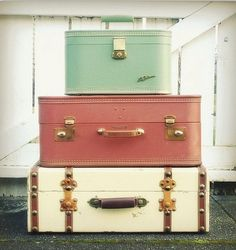 Someone please find me a vintage aqua suitcase. :-_