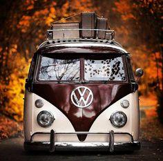 「vw bus and babes」の画像検索結果 Volkswagen Transporter, Volkswagen Bus, Volkswagen Beetles, Bus Camper, Van Hippie, Carros Vw, Combi Ww, T1 Samba, Combi Split